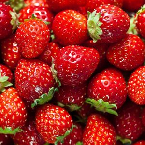 1432664914-strawberry-facts1